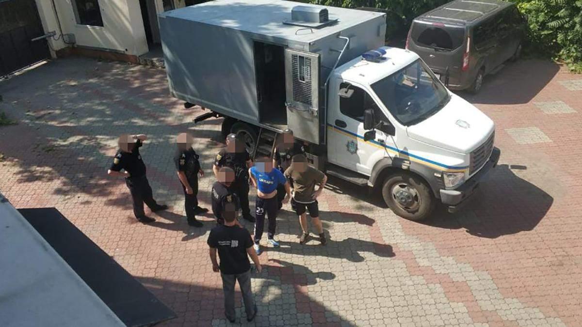 Одесситы требовали деньги в геев: задержали полицейского