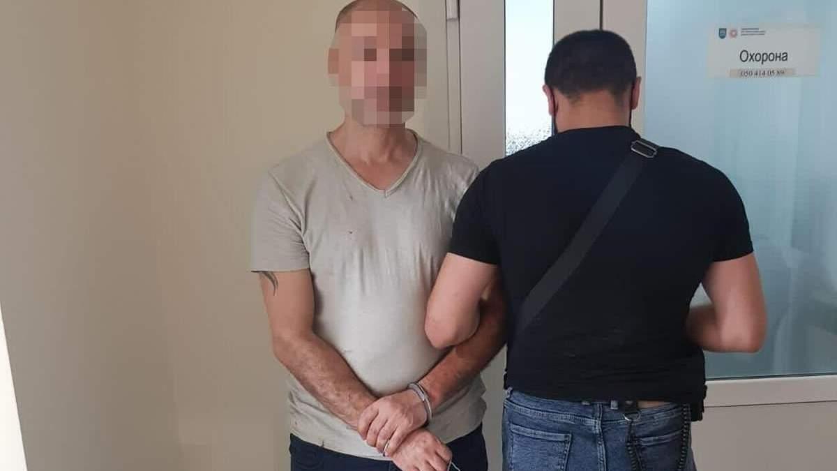 Во Львове задержали иностранца, которого разыскивал Интерпол: фото