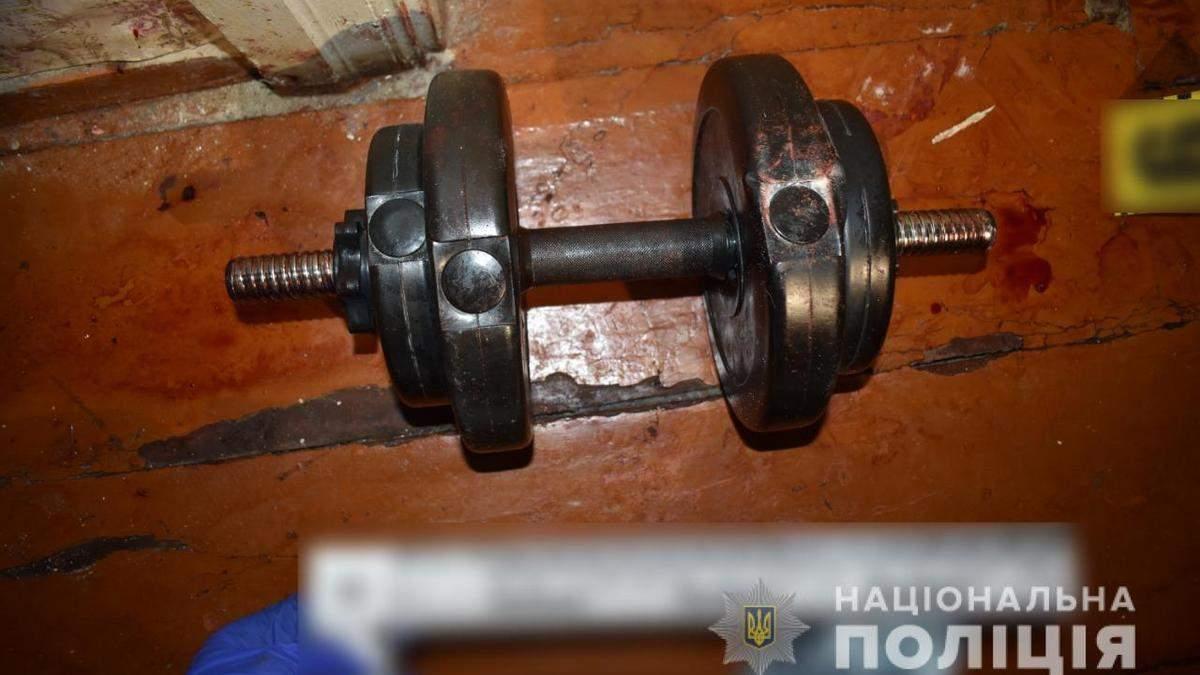 На Київщині чоловік вбив матір та намагався скоїти самогубство