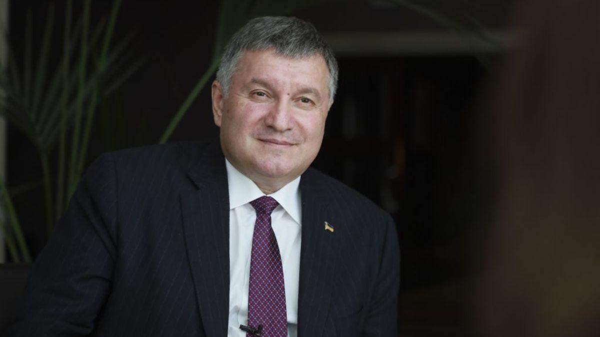 Слава Україні, – Аваков лаконічно відреагував на свою відставку