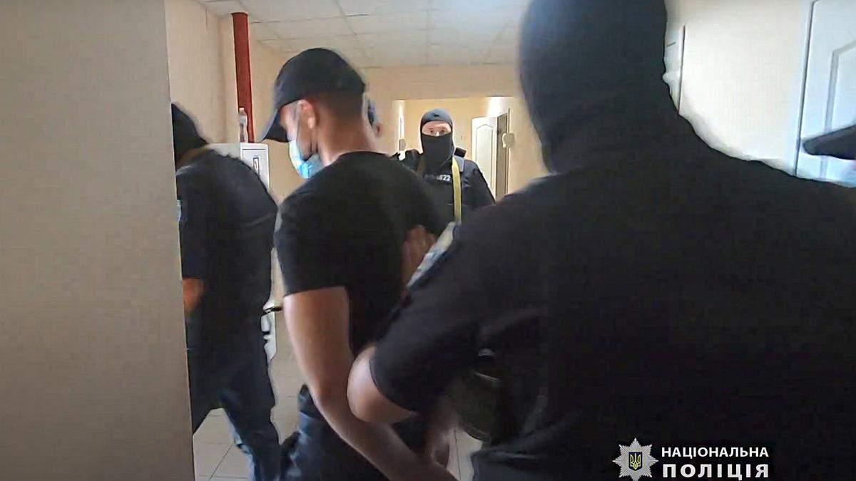 Неизвестные ворвалась в бизнес-центр в Одессе: какая причина - видео