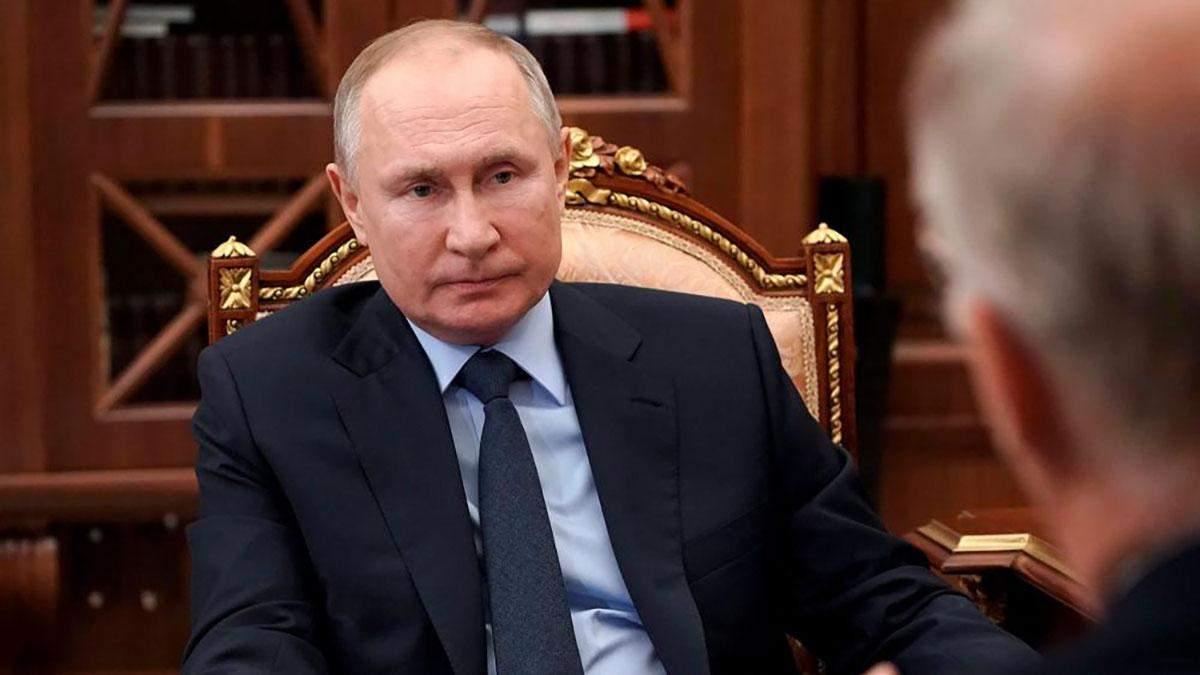 Путін не зупиняється у спробах переписати історію