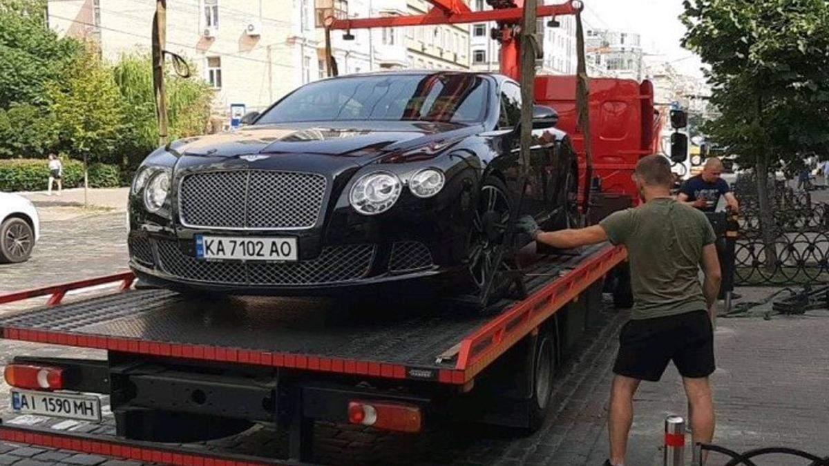 В Киеве эвакуатор забрал Bentley: владелец организовал место парковки