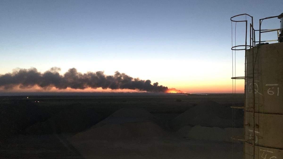 В Крыму горит свалка: Евпатория вся в дыму - видео