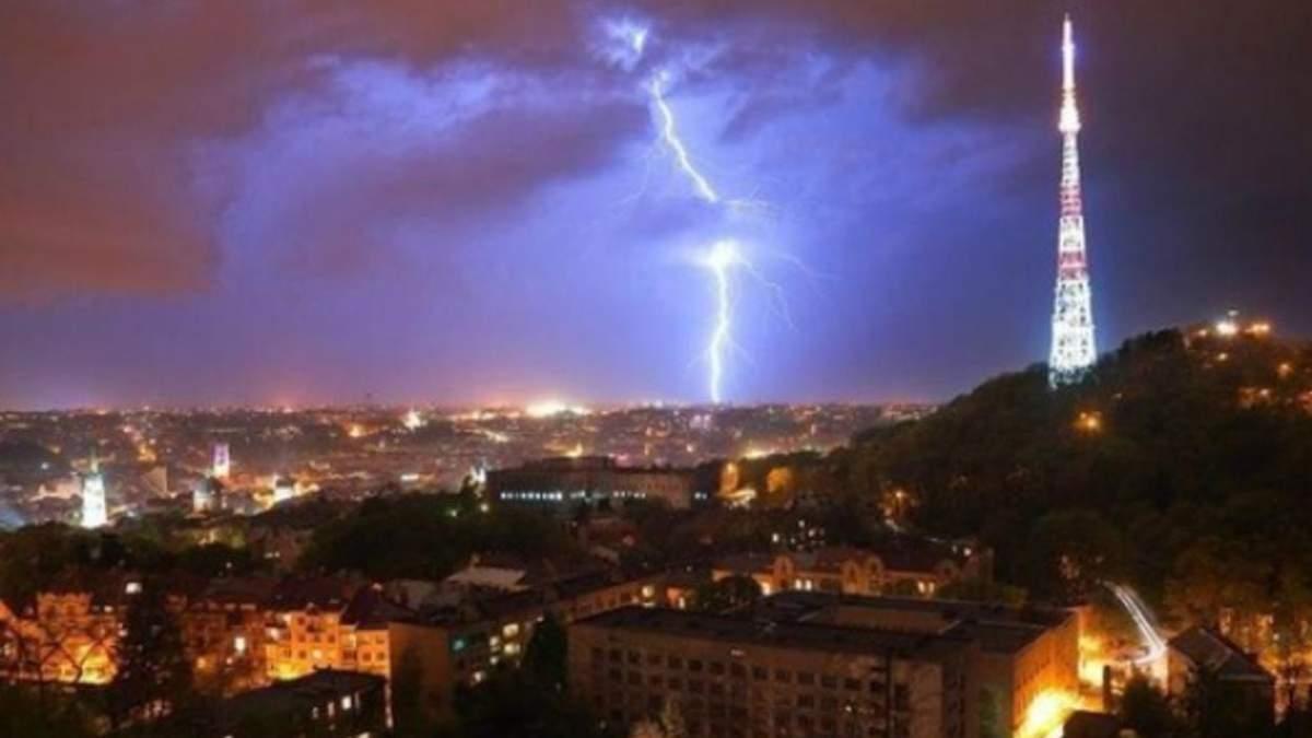 У Львові 16 липня 2021 прогнозують жахливі грози: оголосили штормове попередження