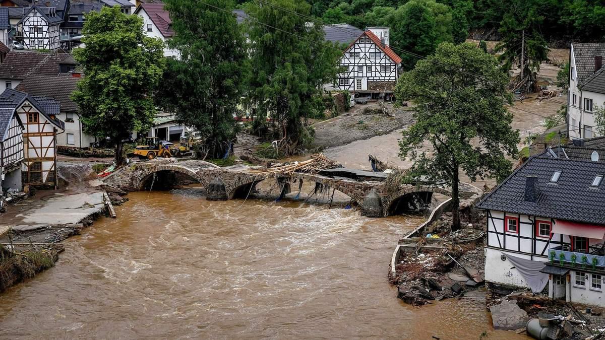 Наводнение в Германии: число жертв перевалило за 100
