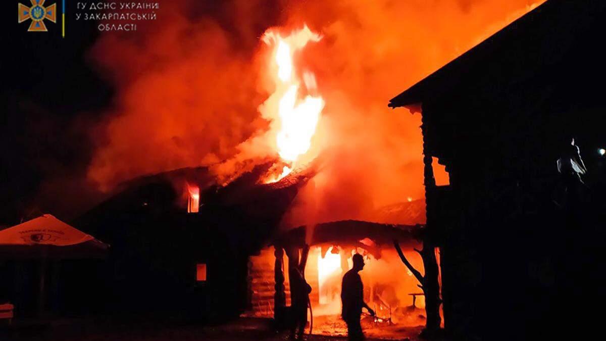 Молния попала в дом: на Закарпатье вспыхнул пожар