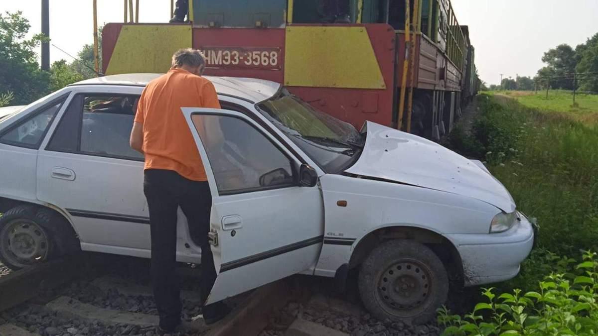 Хотела проскочить переезд: погибшей на пути оказалась работница Львовской железной дороги