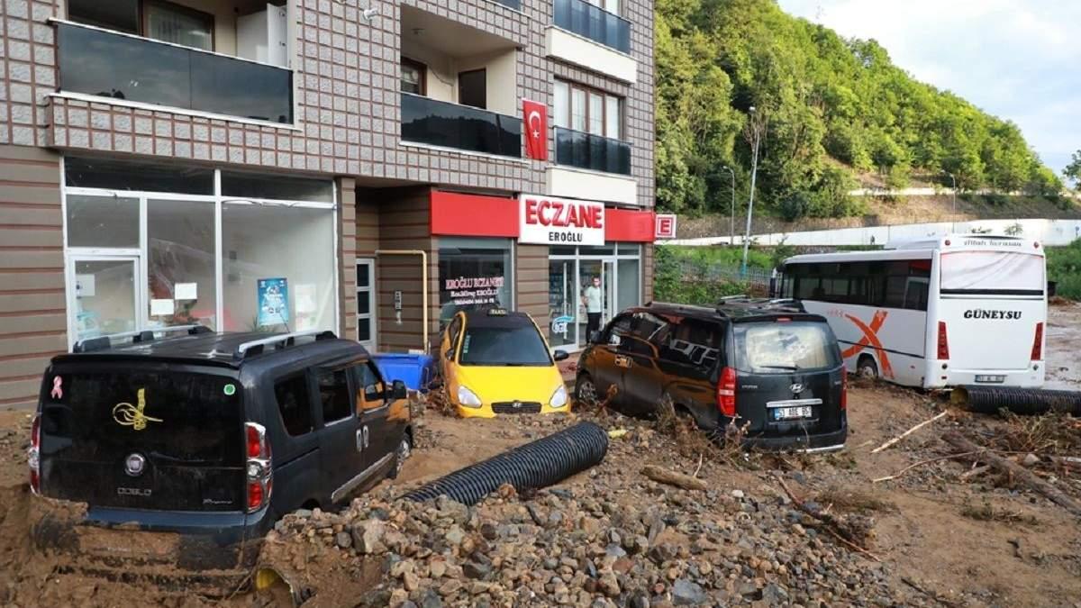 Наводнение и оползни в Турции унесли жизни 6 человек
