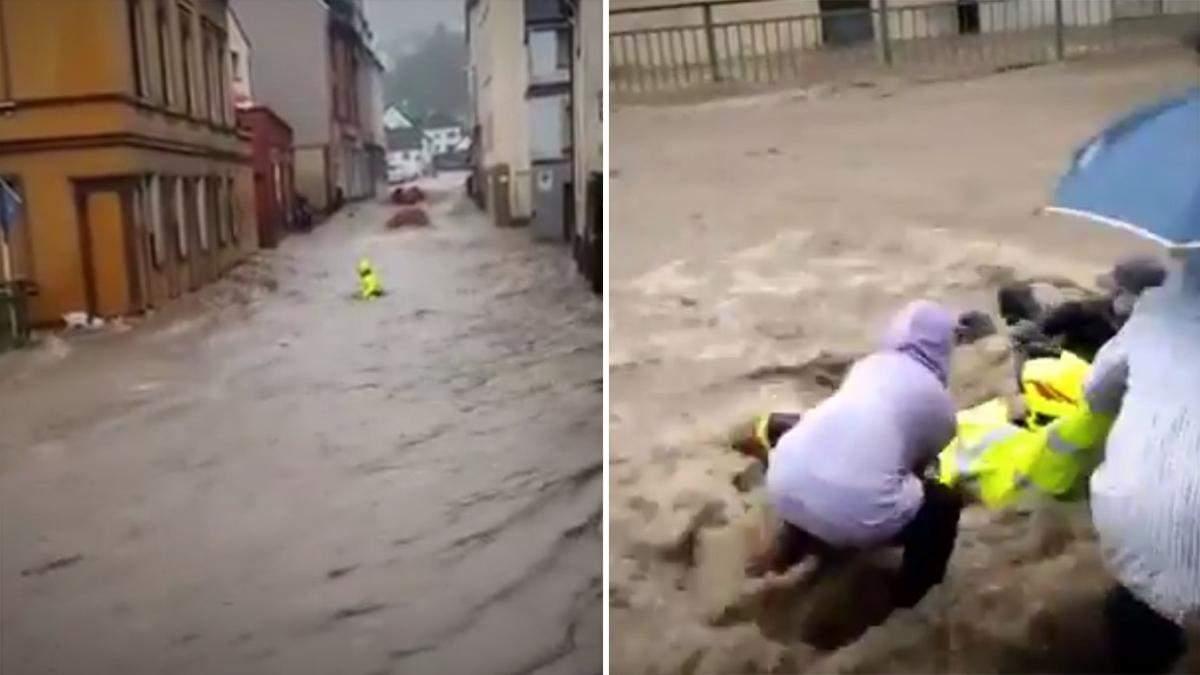 В Германии пожарного унесло потоком воды: видео спасения