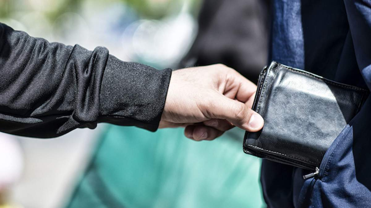 В Киеве на Крещатике ограбили дипломата из Греции, - СМИ