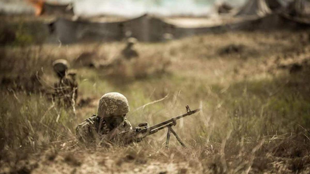 Двое украинских военных в Донбассе получили ранения