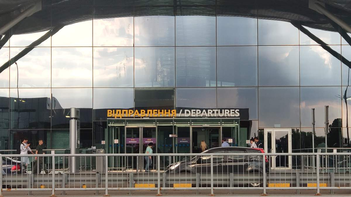 Пассажиры жалуются на схему с ПЦР-тестами в Борисполе: фото