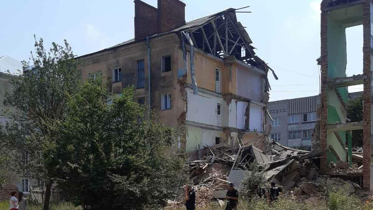 У Дрогобичі обвалилася частина будинку, в якому загинули 8 людей