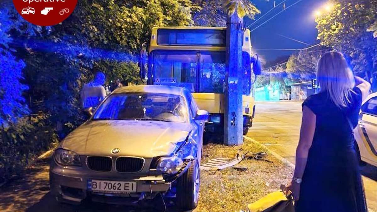 В Киеве водитель покинул автобус, а он уехал без него