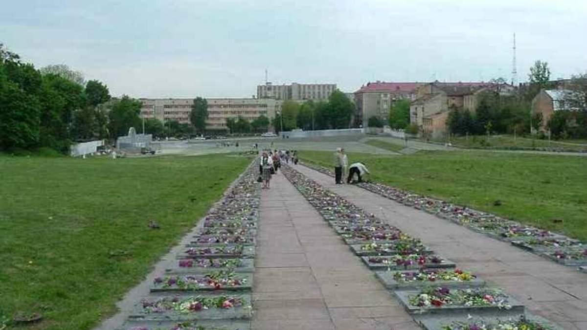 У Львові демонтують радянську зірку з Марсового поля: мерія готує рішення