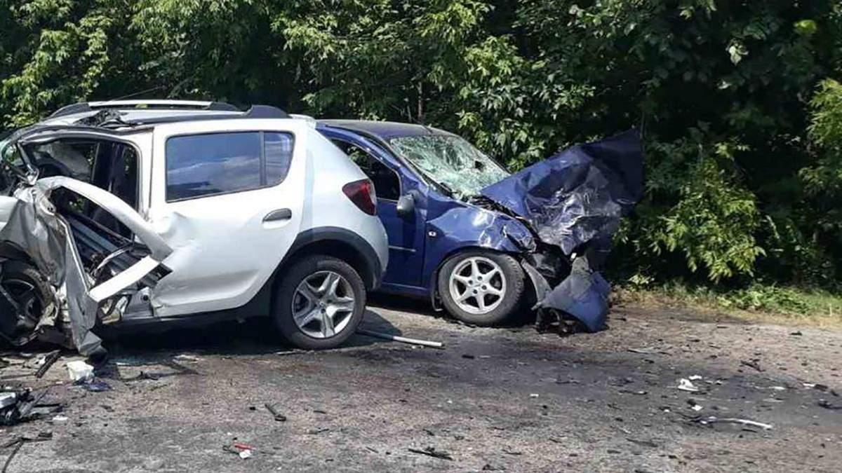 На Харківщині у ДТП постраждали 5 людей, один з водіїв помер – фото