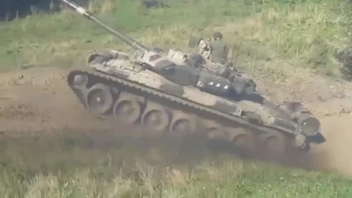 Россия перебрасывает танки и военную технику к границе с Афганистаном