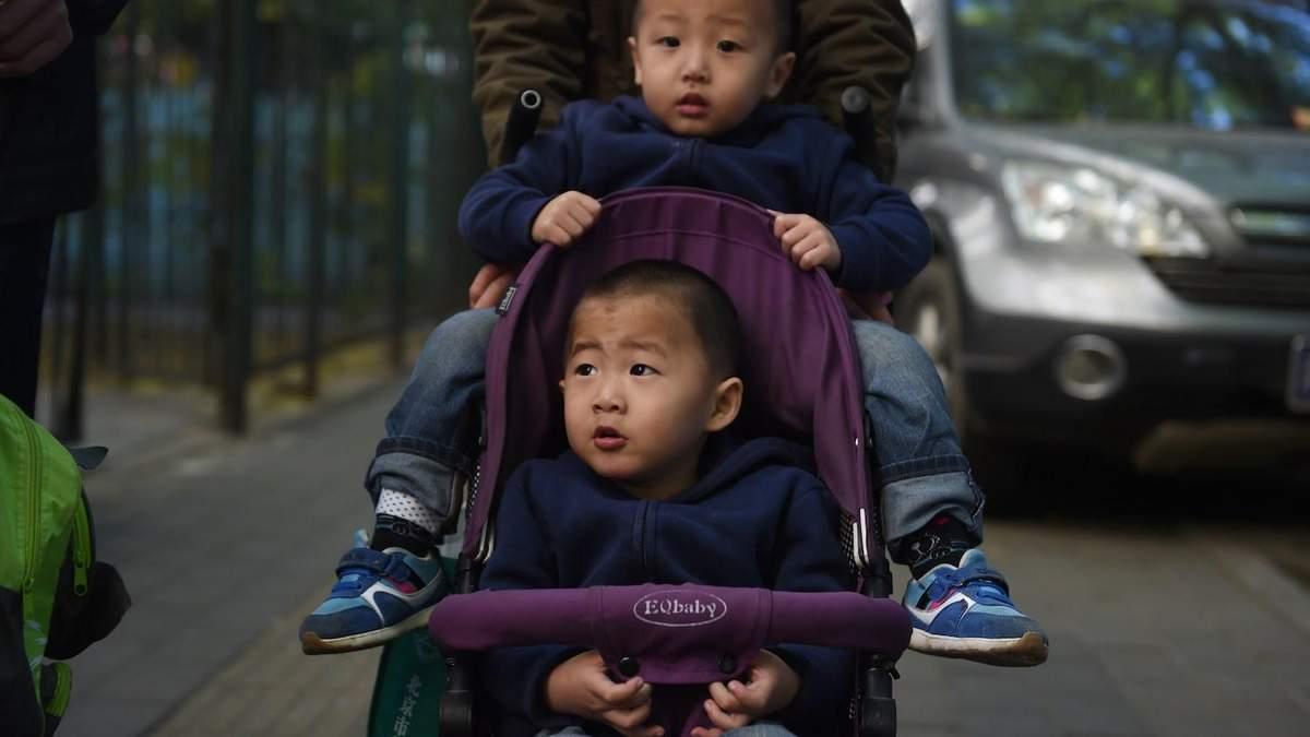Китай скасував штрафи за третю дитину у сім'ї: деталі