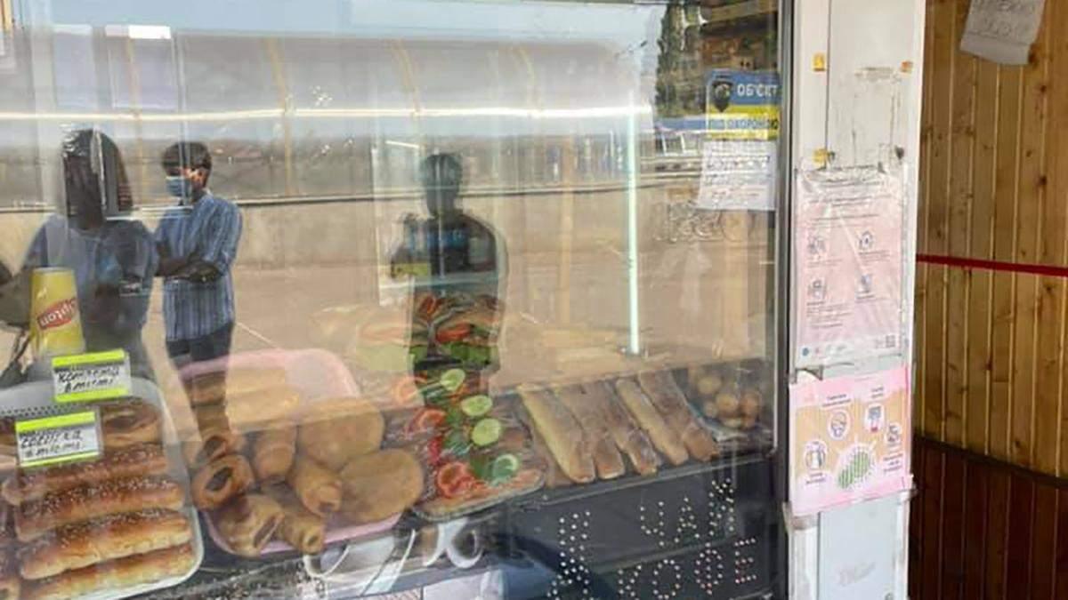 Чоловік на Полтавщині купив булочку з хробаками: влада відреагувала