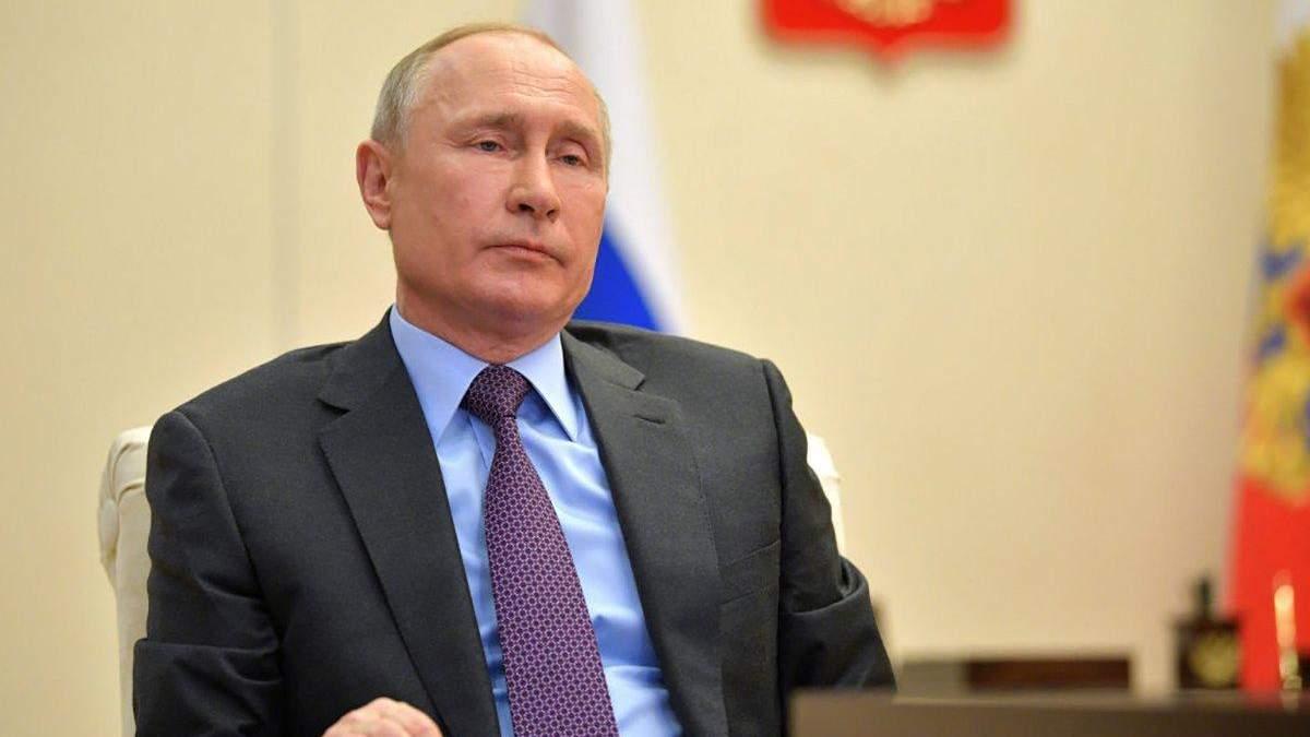 Путин словно работает могильщиком собственного режима