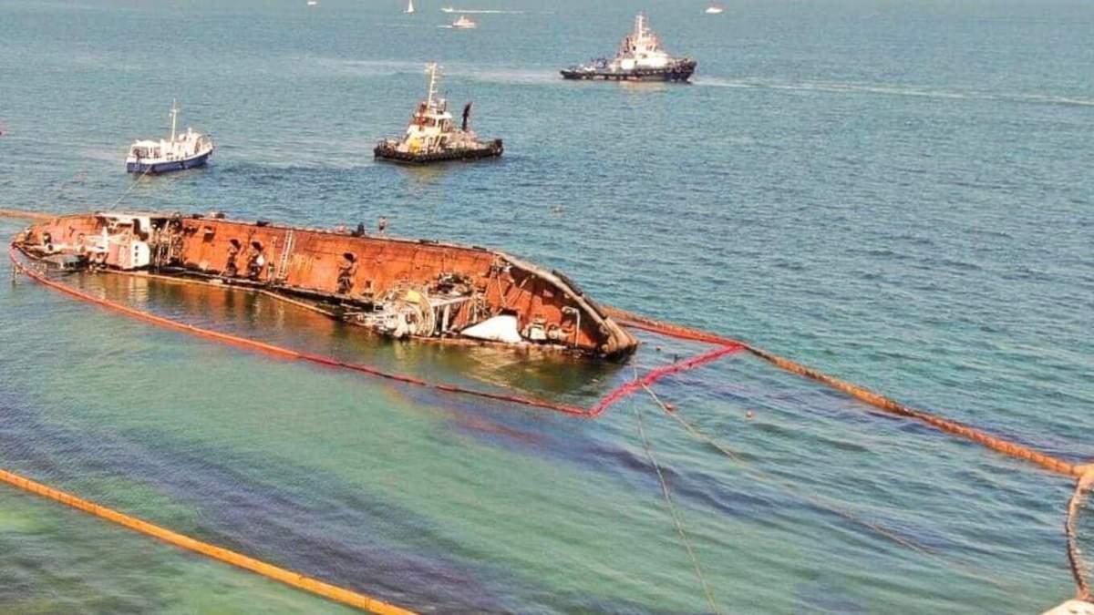 Суд оставил танкер Delfi в собственности Украины