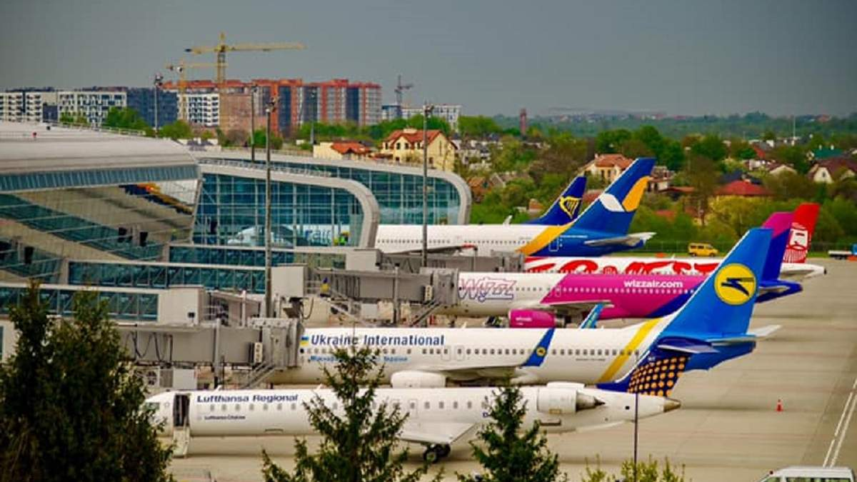 Через пошуки вибухівки в аеропорту Львів затримали кілька рейсів