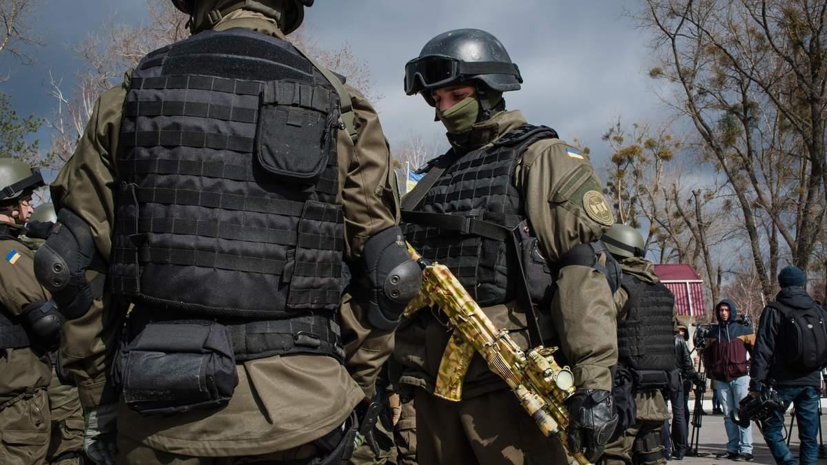 Под Одессой нацгвардиець случайно прострелил себе ногу