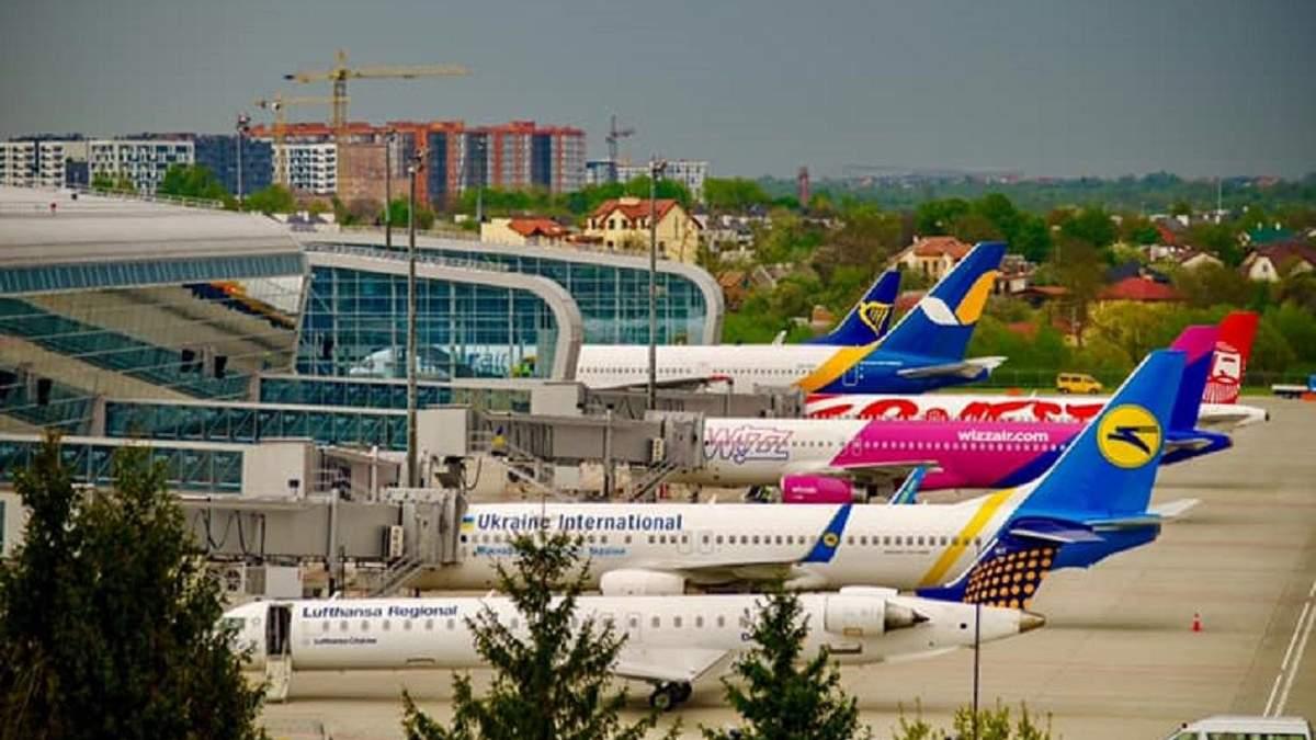 Через поиски взрывчатки в аэропорту Львов задержали несколько рейсов