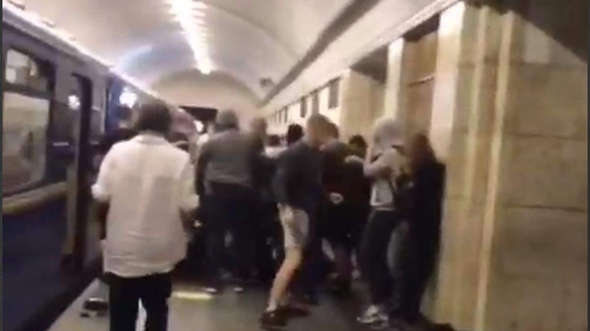 У Києві на станції Театральна сталися сутички