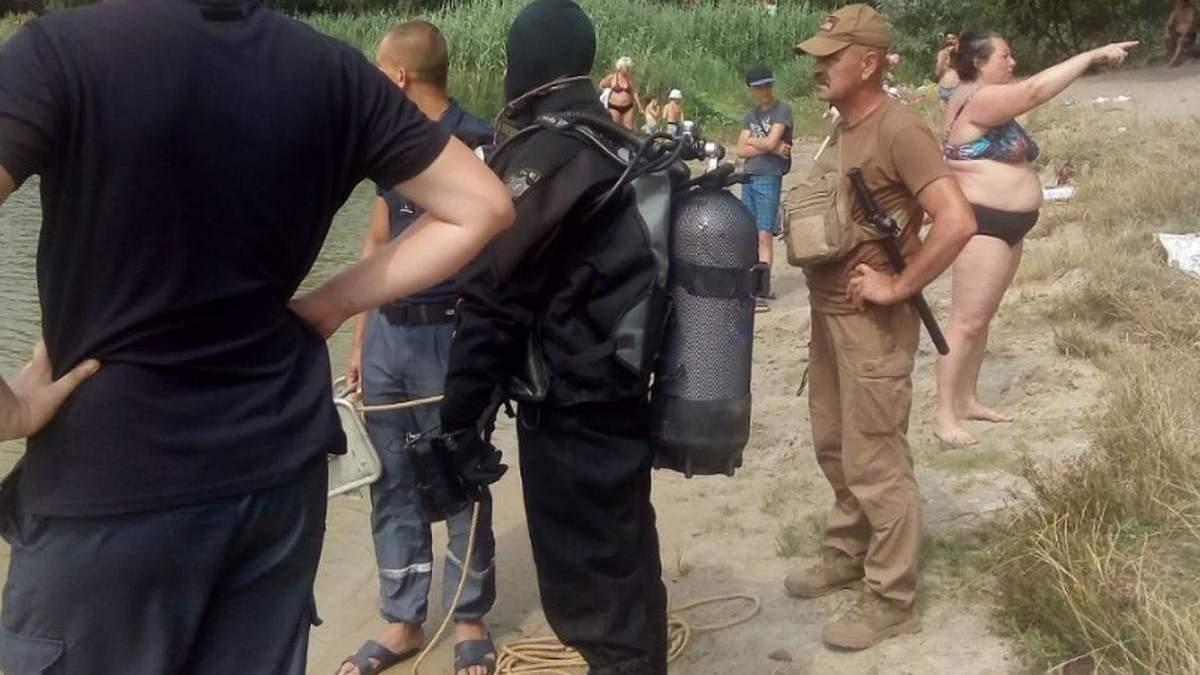 Киянку, яку вважали потонулою, спитала у водолазів, кого вони шукають
