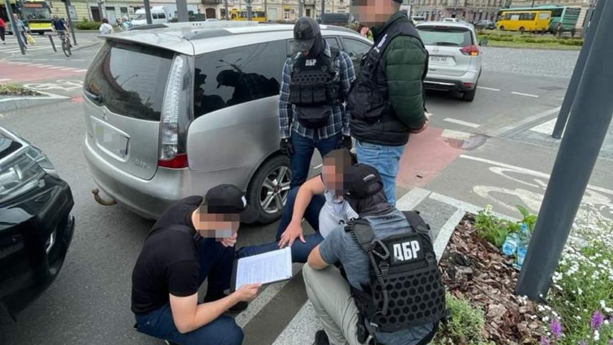 Львовского прокурора поймали на взятке: помогал полицейскому, подделавшему протокол - фото