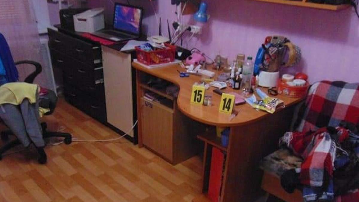 В Киеве мужчина пришел в гости и напал с ножом на женщин - 24 Канал