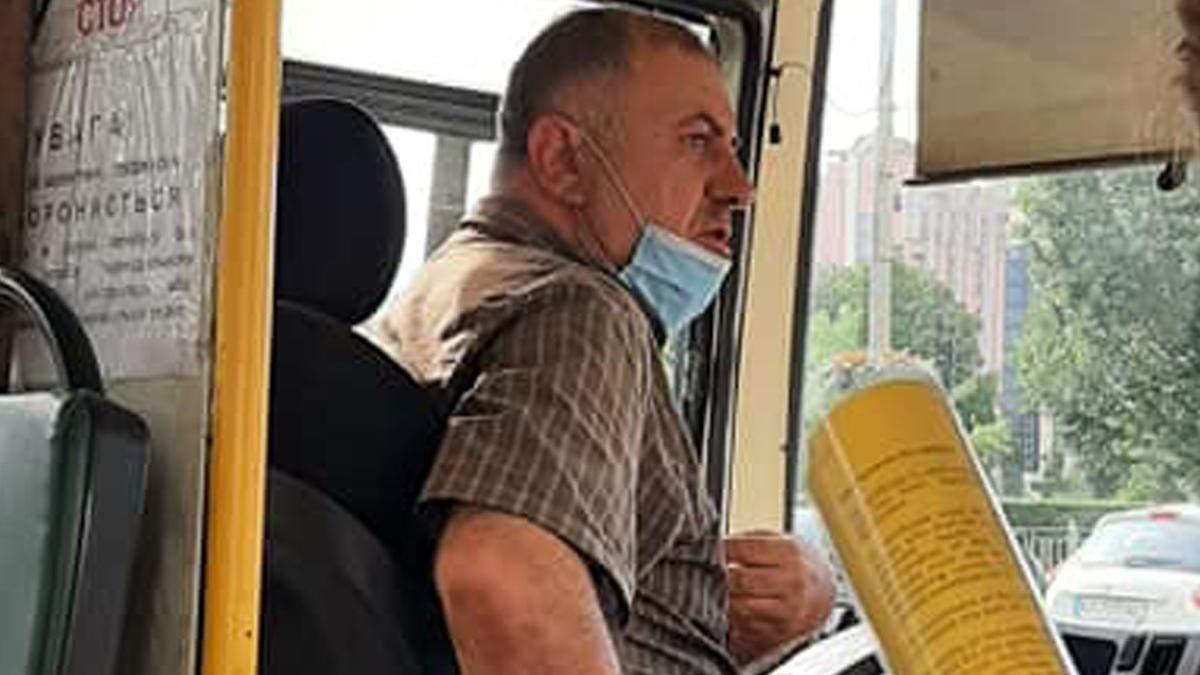 В Киеве водитель маршрутки не пустил в салон маму с малышом