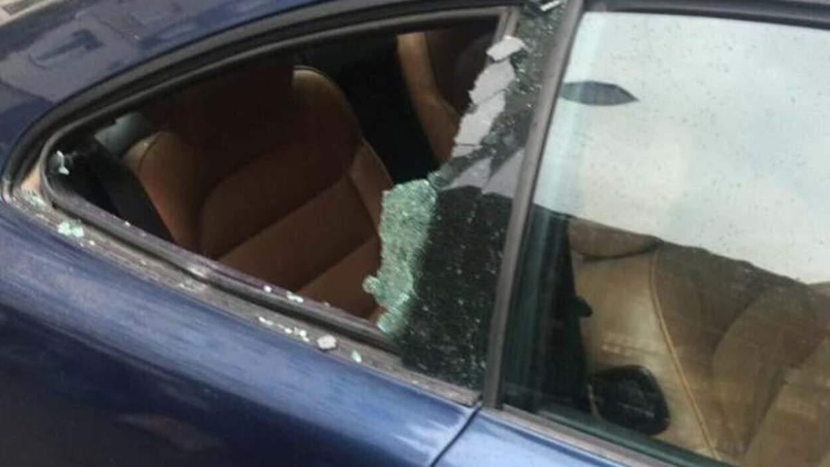 Никто и не заметил: во Львове рецидивист средь бела дня ограбил авто - фото