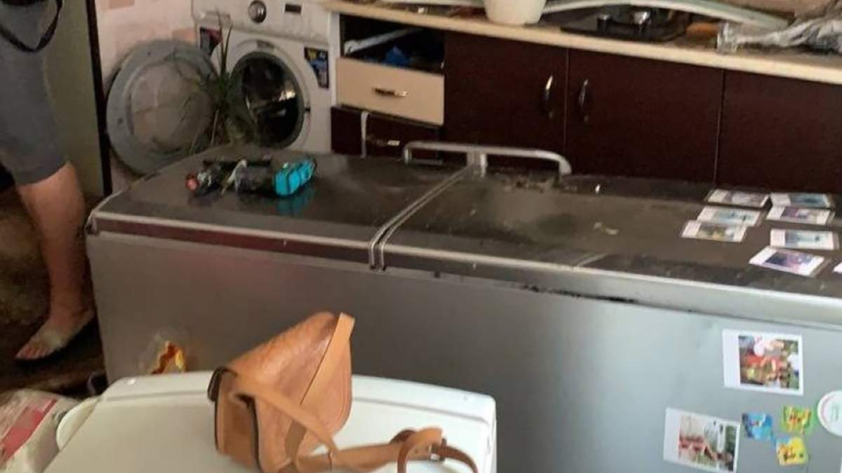 Люди перелізали через вікна: як злива залила квартири в Одесі – фото