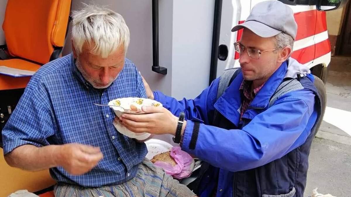 Загадково зник 5 днів тому: неподалік Львова перехожий випадково врятував знесиленого дідуся