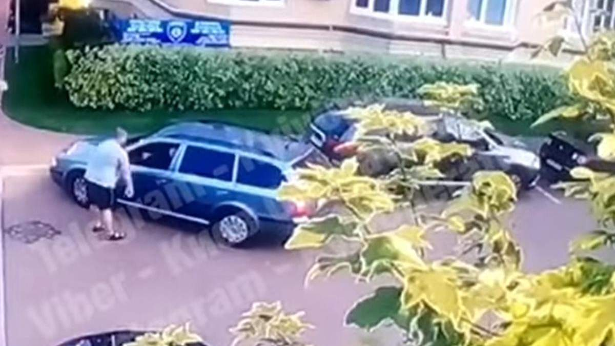 Під Києвом водій приставив ствол до голови чоловіка