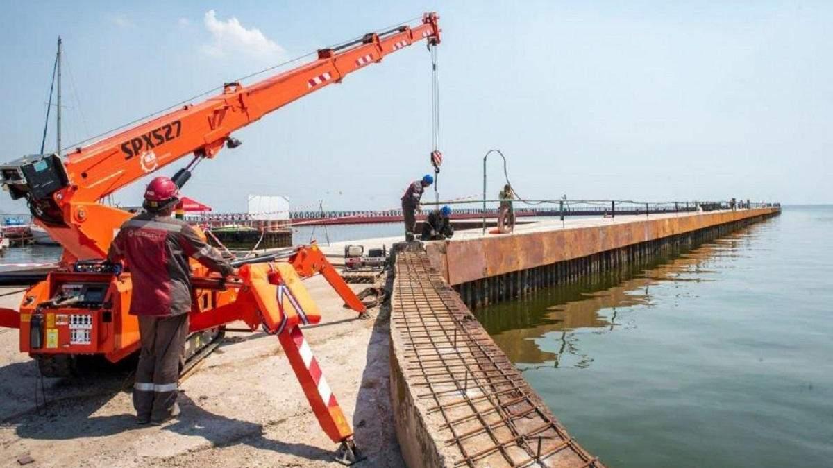 Вторая часть мариупольского пирса: Метинвест направил более 13 миллионов в масштабный ремонт