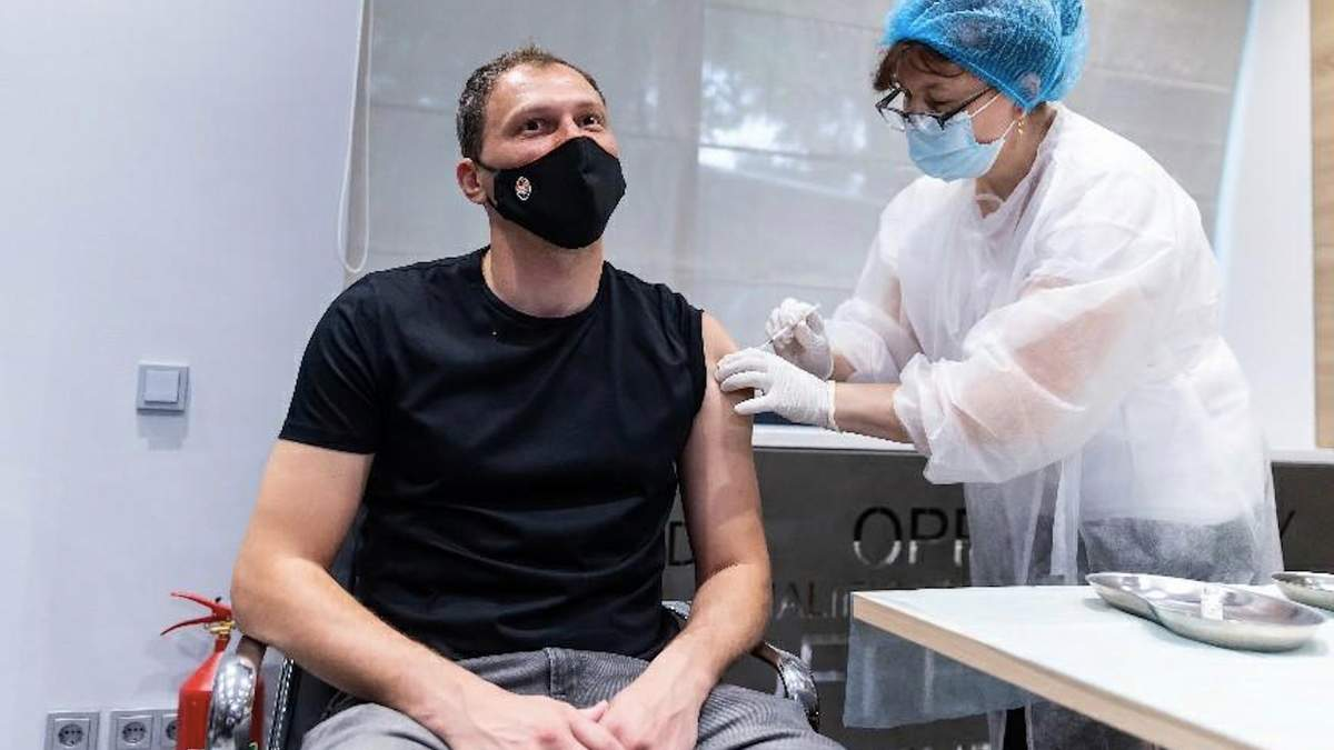 Андрій П'ятов закликає пройти вакцинацію