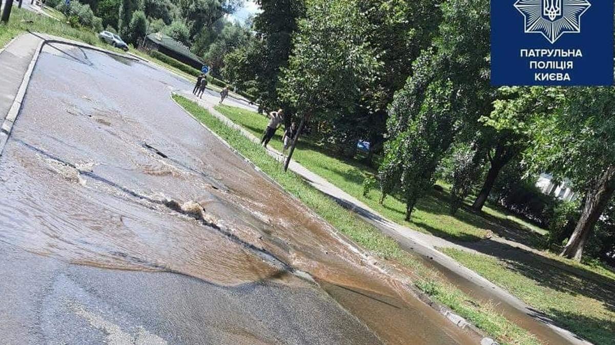 В Киеве подтопило проспект Победы