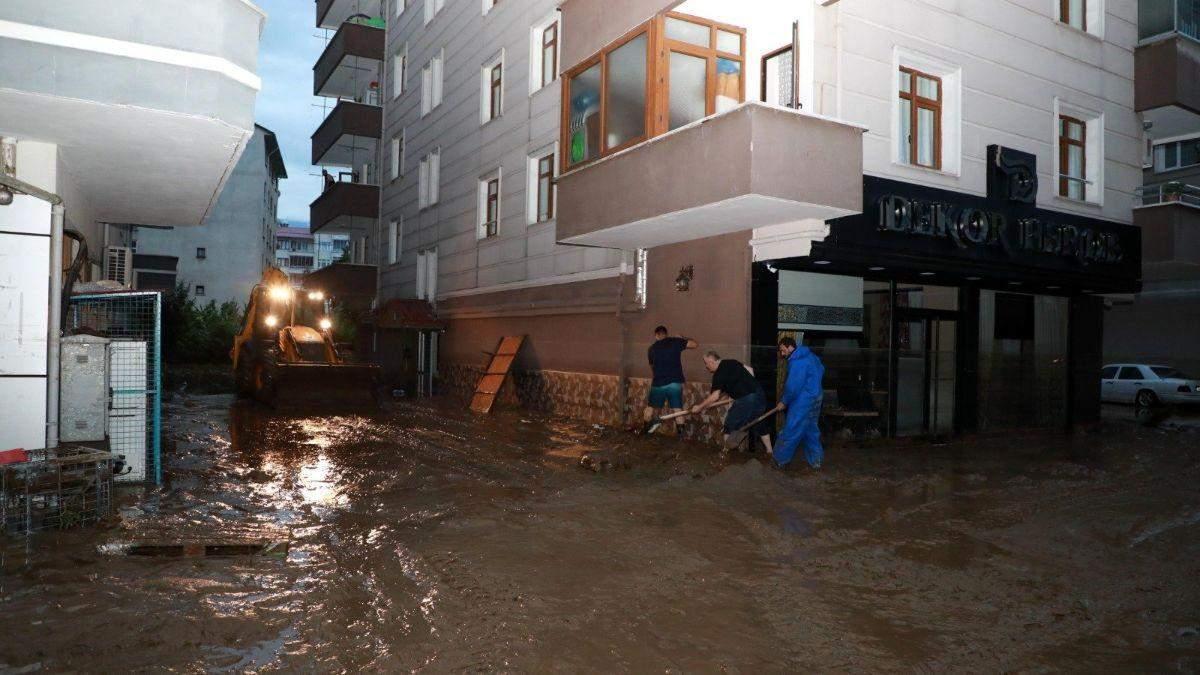 Чорноморське узбережжя Туреччини охопила потужна повінь: фото, відео