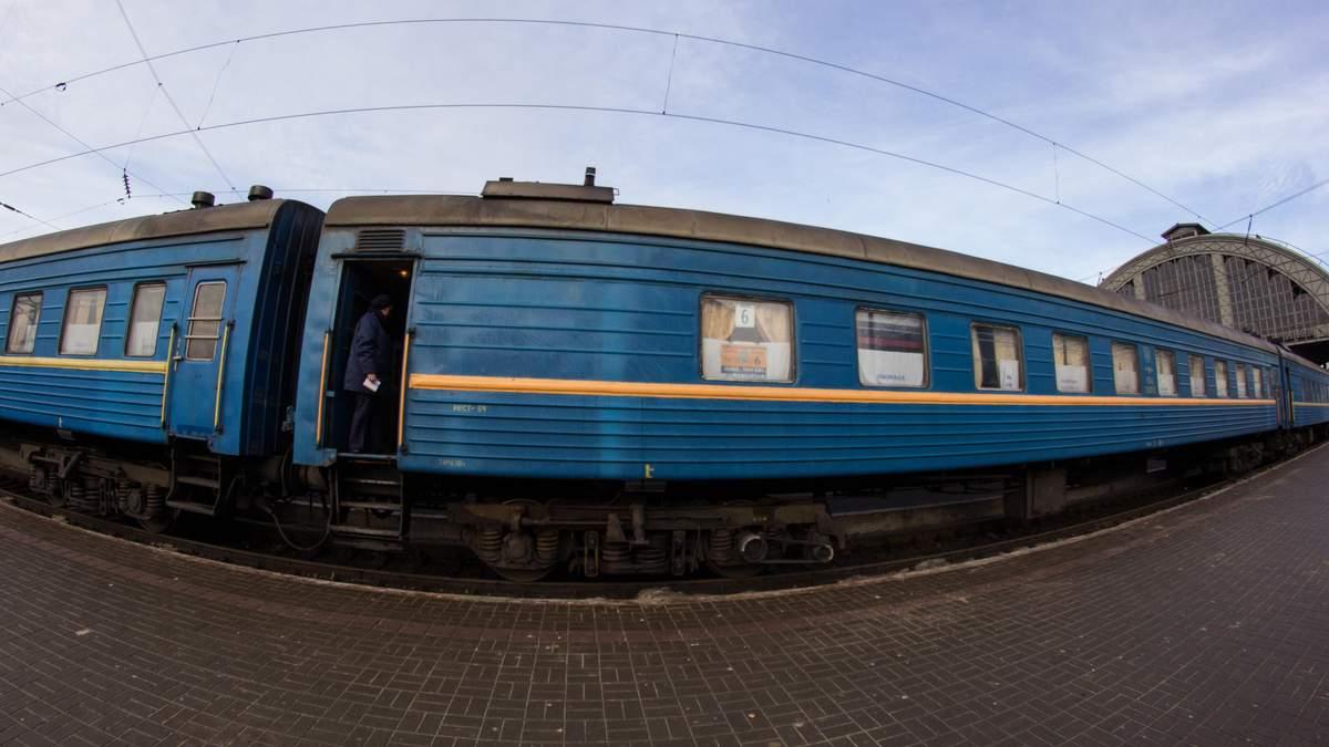 Пасажирський поїзд на смерть збив чоловіка у Львові