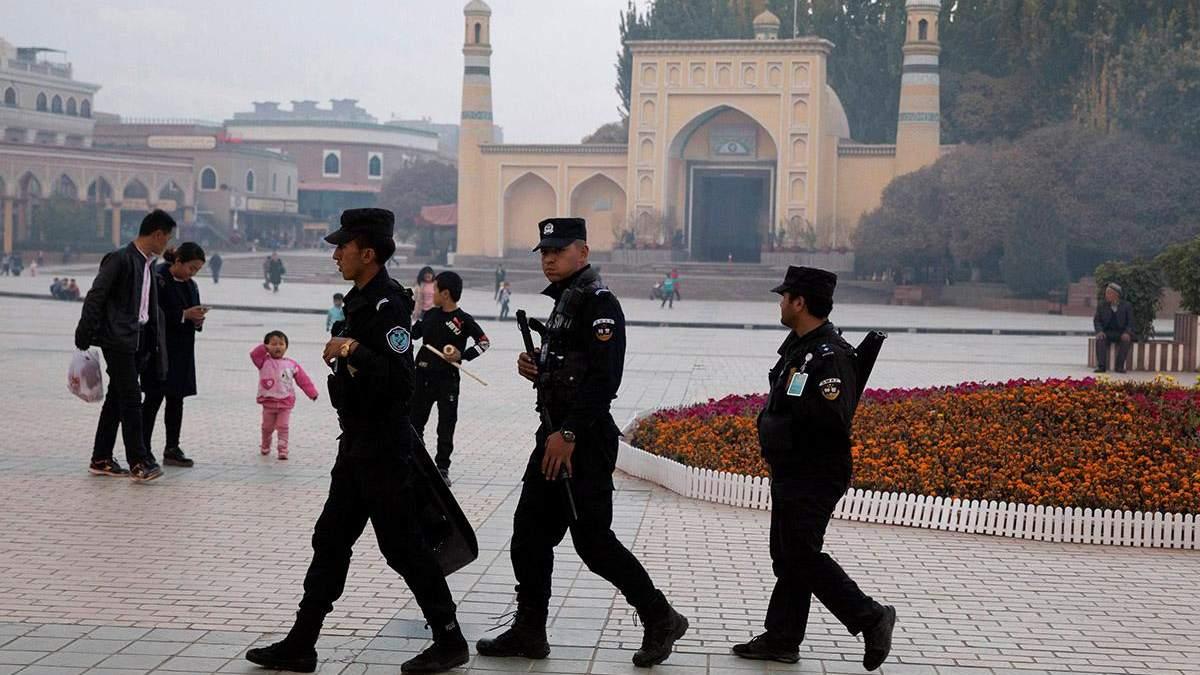 Уйгурів катують у тюрмах для перевиховання в Китаї