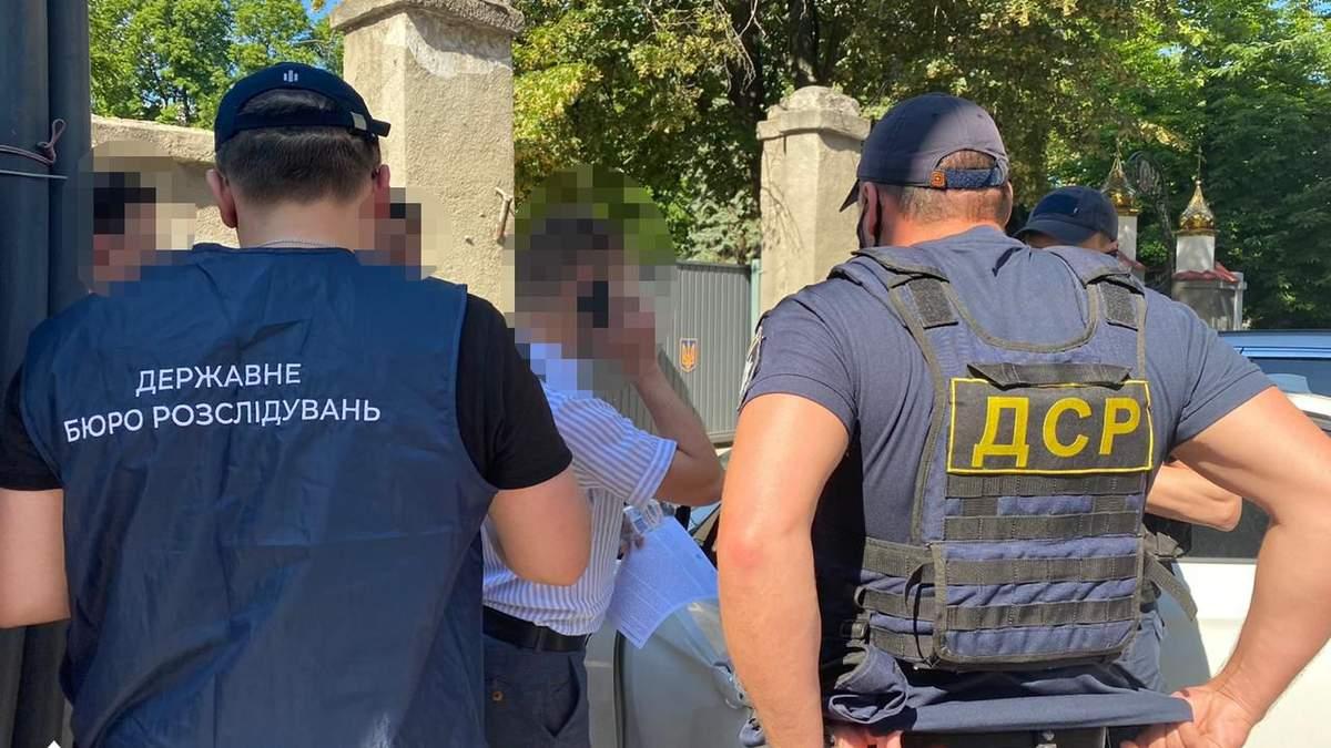 Из Украины выдворили криминального авторитета Полтавщины