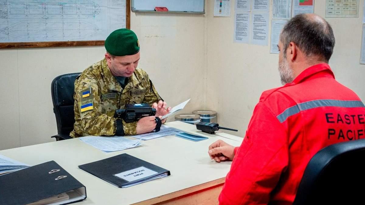 12 російських моряків з паспортами з Криму не пустили в Україну