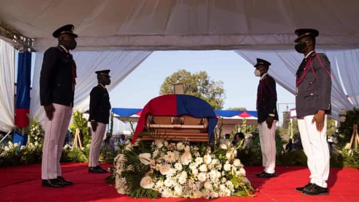 На Гаити попрощались с президентом Жовенелем Моизом