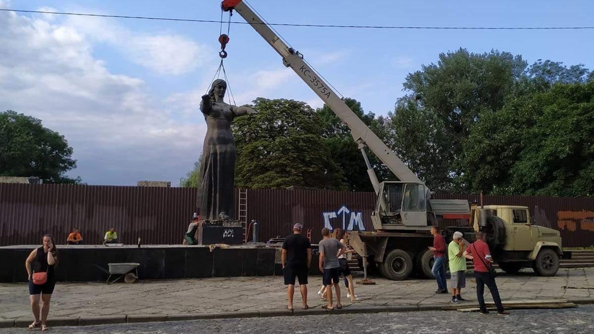 От СССР не осталось и следа: Монумент славы окончательно демонтировали во Львове – видео