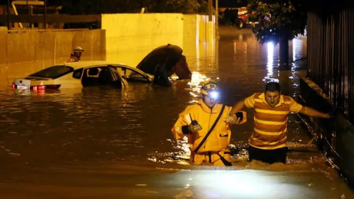 В затопленном Сочи есть первая жертва непогоды 23.07.2021: видео