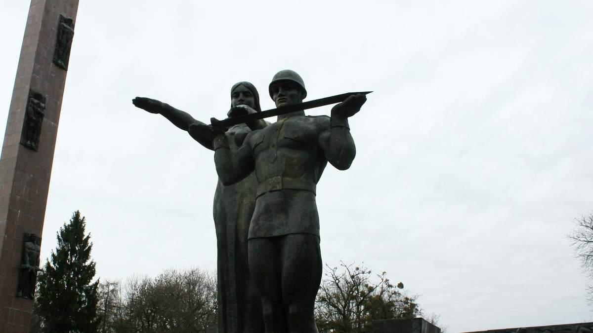 Монумент Слави у Львові: Нікіфоров із Нашого заявив про намір його придбати